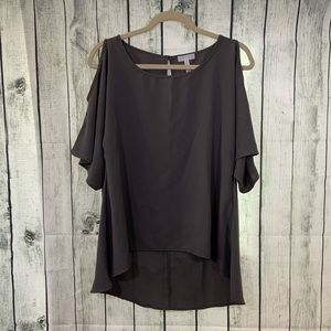 Leith High-Low Cold Shoulder Top